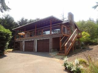 Watch Eagles from the spacious Deck in this 2+ bedroom island view home, Coupeville