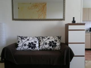 CR124BER - Sunny Apartment near subway. Wifi., Berlin