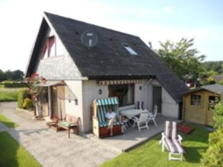 Vacation Home in Waabs - 753 sqft, comfortable, childrenfriendly, dogs welcome (# 4141), Ostseebad Damp