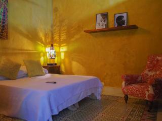 ROMANTIC COLONIAL HOUSE IN OLD CITY - YELLOW ROOM, Cartagena