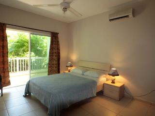 Spacy ground floor apartment  50 from the beach, Cabarete