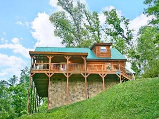 Secluded 2Bedroom Cabin Birds Creek Resort Pigeon Forge TN Game Tables & More, Sevierville