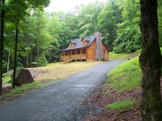 Log home close to all shopping and casinos, Monticello