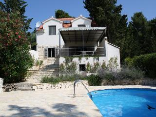 Seafront Villa with Swimming Pool, Bol
