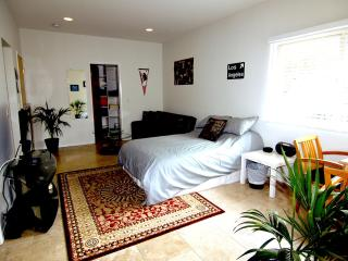 Best Deal in the Hills! High End Studio, Los Ángeles