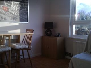2nd floor flat in Burgess Hill 2 mins from station + wifi