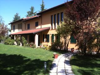 Villa with pool and tennis court, Fontanile