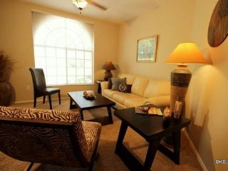 Pet Friendly! Quiet and Spacious One Bedroom Condo at Boulder Canyon in Oro Valley
