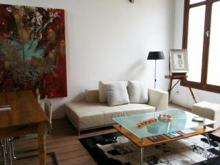 Stunningly Restored 2 Bdr Apt 104 /BBQ & Terrace, Montevideo