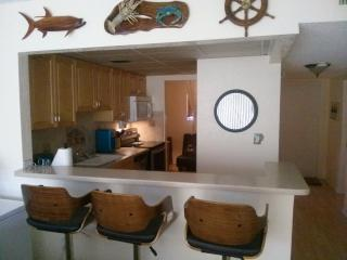 FYC -updated condo - excellent location -Marina, Islamorada