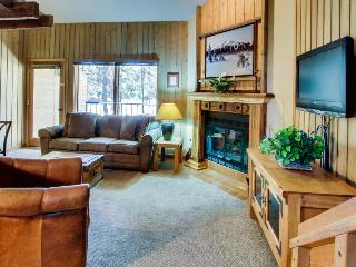 Mt. Bachelor Village amenities, hot tub, close to slopes!, Bend