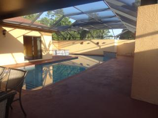 Fabulous pool home at 5 min. to Siesta Key, Sarasota