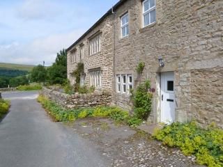 2 ROWAN COTTAGES, romantic base, woodburner, close to shop and pub, in Buckden, Ref. 27835