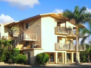 Diver & Boater Friendly 2BR/2BA Canal-Front Condo, Key Largo