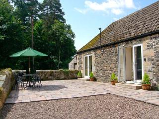 GARDENER'S COTTAGE, all ground floor, en-suite facilities, pet-friendly, woodburner, lovely woodland location near Belford, Ref. 23941