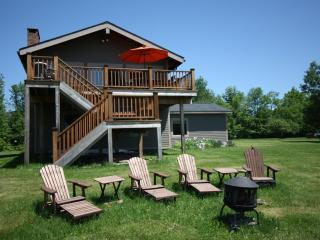 4 Season Nirvana, Hot Tub, Windham Mountain Views, WiFi & Minutes to Town!
