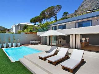 Sasso House - Impressive, Stylish Pool Villa Located on the Mountain, Camps Bay