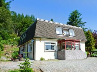 THE WEE LOCAL, cosy cottage annexe, woodburner, off road parking, garden, in Tarbet, Ref 27081