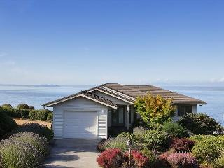4 bed, 2.5 Bath waterfront Freeland Home with Sandy Beach access!!