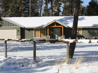 Just South of Sunriver - Hot tub + Pet Friendly, Bend