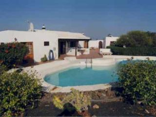 Lovely spacious 3 bed villa with pool in secluded gardens wifi playstation Puerto del Carmen