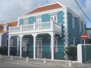 UNIQUE apartment with private POOL in city center Willemstad, near shops and sea