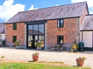 THE BARN, Victorian barn conversion, character features, en-suite bedrooms, dog-friendly, near Shaftesbury, Ref. 26856