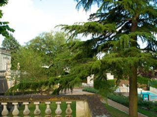 Terrace View Suite: 3BR Apt in Chateau des Sablons, Bourgueil
