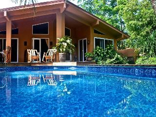 Casa Pelicano - - 3 bedroom house with pool, steps from the beach, Playa Grande