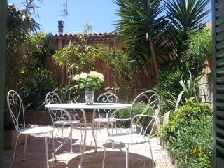 Stunning Garden Apartment, Pet-Friendly, Cannes Old Town