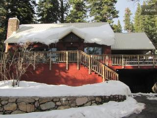 Red House by the Lake W Hot Tub & Private Pier!!, Tahoe Vista