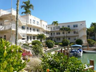 Marco Island 1BR/1BA  Model Village only  $130/NT
