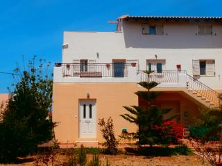 AVRA Apt, 100m from the beach, Héraklion