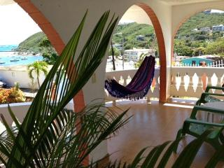Comfortable House with Breezy Balcony & Sea Views, Fajardo