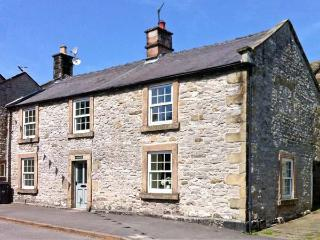 WHITE HOUSE, open fire, two woodburners, pet-friendly cottage, in Youlgreave, Ref. 22343