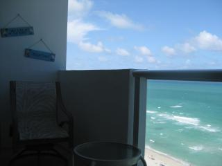 MIAMI BEACH OCEAN FRONT APARTMENT WITH A BALCONY, Miami Beach