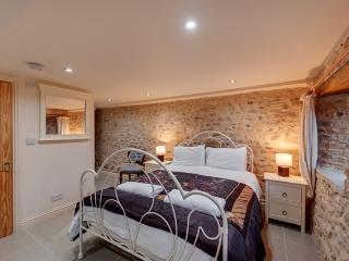 The Milking Parlour barn sleep 16 with hot tub, Kilmington