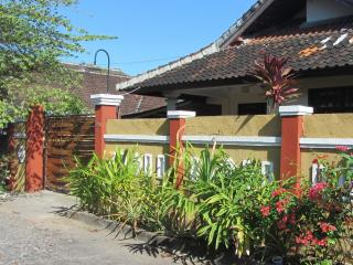 Easy Access 3 bed House Jimbaran , Near Beachs . - Jimbaran vacation rentals