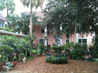 Bright & Beautiful Garden Setting in Historic Home on Lake Worth/Intracoastal