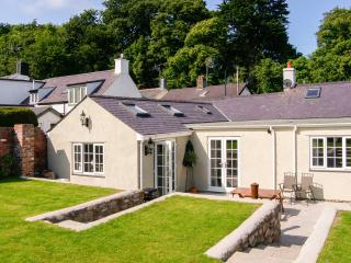 PIPPIN COTTAGE, beautifully-decorated, all ground floor, coastal cottage in Beaumaris, Ref. 24914