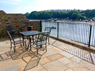 EGRET, luxury, waterfront cottage with balconies, in Milford Haven, Ref. 27038