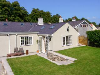 BRAMLEY COTTAGE, woodburner, cosy traditional cottage, close to the coast, castle and amenities, in Beaumaris, Ref. 24915 - Island of Anglesey vacation rentals
