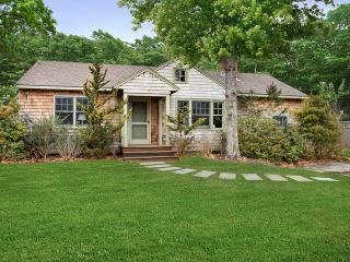 East Hampton Home 2 blocks from Beach
