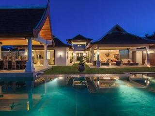 Beachfront Villa Wayu, ensuite bedrooms, gym, sauna room, media room and mineral infinity pool, Mae Nam