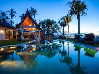 Elegant beachfront Villa Sila, maid and chef services and enchanting lotus pond, Mae Nam