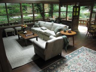 Luxury Creekside Cottage , a Short Walk to Town!, Mill Valley