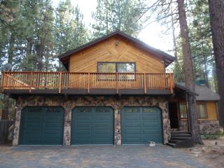 Charming Tahoe Ski getaway with Wifi/Hot-tub/Pool-, South Lake Tahoe