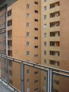 for rent three room apartment with 2 bed room in central disctrict