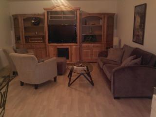 Downtown Hood River 2BR/1B House Lower Unit