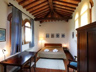 TORRE big apartment in the countryside  with pool, San Casciano in Val di Pesa